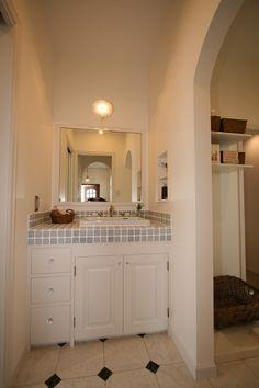 フレンチテイストを取入れた2階建てハウスは光と風があふれる心地よい空間