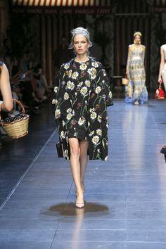 dolce-and-gabbana-summer-2016-women-fashion-show-runway-33