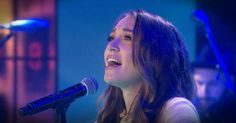 """Grammy-nominated singer-songwriter Lauren Daigle, whose debut album """"How Can It Be"""" hit the top of the Billboard Christian albums chart, performs its title song for Kathie Lee and guest co-host Regis Philbin. Praise And Worship Music, Worship The Lord, Christian Music Videos, Christian Resources, Love Lauren, Lauren Daigle, Chris Tomlin, Grammy Nominations, Music Heals"""