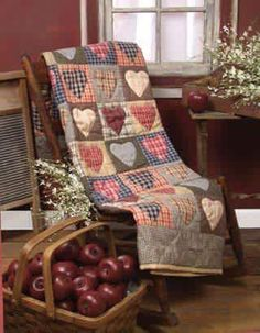 New Primitive Country Folk Art Heart Quilt Americana Tan Blue Red Patchwork Colchas Quilt, Patchwork Quilt, Plaid Quilt, Applique Quilts, Colchas Country, Country Quilts, Country Crafts, Primitive Country, Quilting Projects