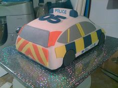 Here& a brief step-by-step of the Police Car cake I made for a 5 year old& birthday party. First make two chocolate cakes. Stick th. 5th Birthday Cake, Birthday Parties, Birthday Kids, Police Car Cakes, Car Cakes For Boys, Police Party, Black Cab, Holidays And Events