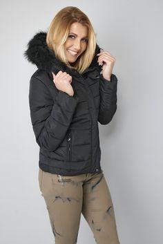 Veste doudoune noire avec fausse fourrure au col #winter