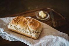 Der Duft von selbst gebackenem Brot, das frisch aus dem Ofen kommt - was gibt es Schöneres!  Brot-Rezepte von Apfel-Ingwer-Brot  bis Country-Brot , von leckeren Fiakerbrot bis wohlschmeckendem Hanfbrot . So macht Brot-Backen  Spaß!  Hier gehts zu den Rezepten : www.back-dein-brot-selber.de