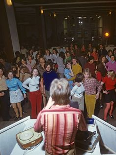 "Young people at the ""Alextreff"" in 1971 as seen from the DJs (Schallplattenunterhalter) council."