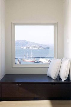To create a simple modern home design, you need to get the window details right. Here are 5 simple modern window trim details to unify your modern space. Simple Modern Interior, Modern Decor, Minimalist Window, Minimalist House, Interior Window Trim, Interior Walls, Modern Windows, Design Studio, Window Design