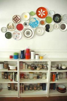 decorar las paredes con collage de platos