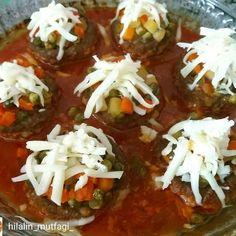 Görüntünün - Food and Drink Chili, Caprese Salad, Baked Potato, Curry, Food And Drink, Health Fitness, Ethnic Recipes, Image, Hamburger Patties