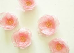Our designed life: Easy fabric flower broaches