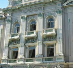Detalhe da fachada do Palácio do Governo em Recife.
