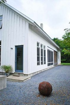 modern farmhouse by Birdseye Design, Architect