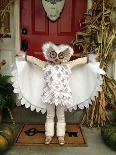 DIY Halloween Costumes {Family, Couples + Kids} - - DIY Halloween Costume Ideas - including family costumes, kids costumes, adult costumes, and couples costumes. A MUST-SEE collection! Owl Costume Kids, Family Halloween Costumes, Halloween Kostüm, Holidays Halloween, Halloween Decorations, Halloween Makeup, Halloween Recipe, Women Halloween, Couple Halloween