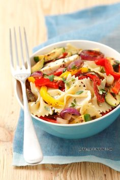 Chicken and Grilled Vegetable Pasta Salad Recipe Vegetable Pasta Salads, Grilled Peppers, Cooking Recipes, Healthy Recipes, What's Cooking, Pasta Salad Recipes, Eat Smarter, Soup And Salad, Food Preparation