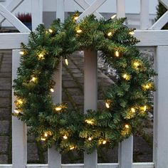 LED-Tannenkranz Calgary Ø 50 cm von Best Season Calgary, Led Röhren, Best Seasons, Christmas Wreaths, Holiday Decor, Diy, Home Decor, Boutique, Lights