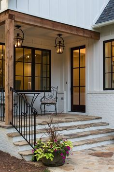 Do you want to transform your home exterior into modern farmhouse exterior? Modern farmhouse exterior is the perfect blend of modern and traditional elements. Farmhouse Front Porches, Modern Farmhouse Exterior, Rustic Farmhouse, Modern Porch, Farmhouse Lighting, Farmhouse Ideas, Modern Farmhouse Design, Industrial Farmhouse, Rustic Porches