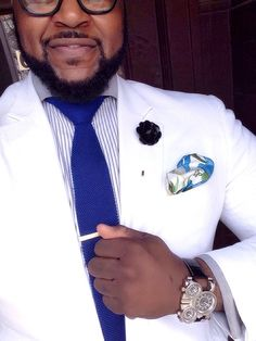 I like the juxtaposition of the white blazer and royal blue tie… Which happens to be my favorite color