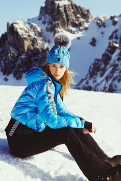 The wide jet band of the CLARA jacket creates a cool blouson look and guarantees an optimal fit. Mode Au Ski, Nylons, Winter Hats, Winter Jackets, Ski Pants, Padded Jacket, Skiing, Jackets For Women, Sexy