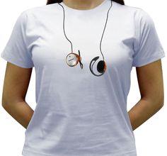 Camiseta estampada com a imagem de um Earphone(fone de ouvido).