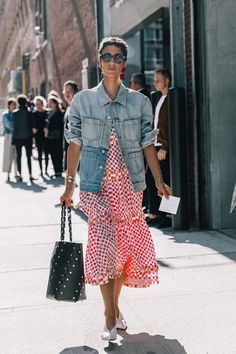 Easy Outfit Ideas: Oversized Denim Jacket Red Check Midi Dress Black Tote Back White Pumps Fashion Mode, Fashion Week, Latest Fashion For Women, Star Fashion, Look Fashion, Fashion Outfits, Fashion Trends, Fashion Ideas, Cool Street Fashion