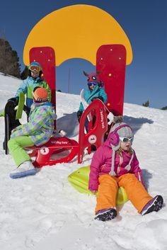 Kinder Bob fahren - Sport- & Familienhotel Frühauf, Kärnten - Österreich Ronald Mcdonald, Bob, Sport, Fictional Characters, Winter Vacations, Deporte, Bucket Hat, Sports, Exercise