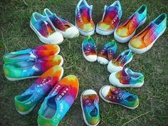 tie dye shoes - totally want to do this at the beach. u think we can pull it off Tie Dye Shoes, How To Dye Shoes, How To Tie Dye, Dyed Shoes, Ty Dye, Tie Dye Party, Dye Shirt, Camping Crafts, Cute Diys