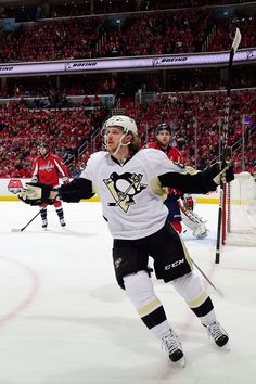 April 30, 2016 at Washington (Round 2, Game 2): Carl Hagelin and Eric Fehr scored to help the #Pens even the series at one game apiece. Final score, 2-1 Penguins.