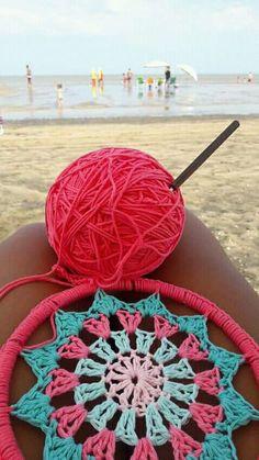 Crochet doilies dreamcatcher embroidery hoops ideas for 2019 Crochet Chart, Crochet Motif, Crochet Doilies, Crochet Stitches, Crochet Patterns, Dream Catcher Craft, Dream Catcher Boho, Crochet Bracelet, Crochet Earrings