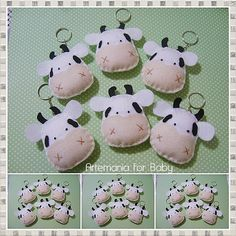 Dellicatess for Babies Christmas Angel Crafts, Christmas Gifts For Friends, Souvenirs Ideas, Felt Crafts Kids, Cow Ornaments, Cow Toys, Baby Shower Favours, Felt Keychain, Farm Party