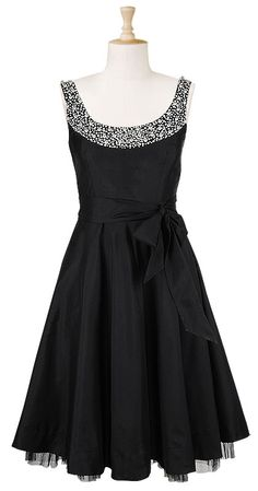 Classic. Love this.   This is why I want to do a black dress for my bridesmaids.  It can be worn again!