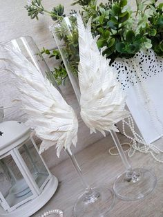 White Angel Wings Wedding Champagne Flutes - Wedding Chamagne Glasses for Bride and Groom - Set of 2 Wedding Champagne Flutes, Wedding Glasses, Wedding Sparklers, Wedding Chair Sashes, Wedding Chairs, White Centerpiece, Floral Centerpieces, Wedding Stage, Dream Wedding