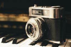 ⭐ New free photo at Avopix.com - zeiss ikon camera piano     👉 https://avopix.com/photo/20885-zeiss-ikon-camera-piano    #zeiss ikon #camera #reflex camera #piano #photographic equipment #avopix #free #photos #public #domain