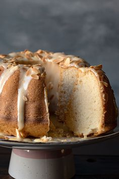 This is an easy recipe for a moist vanilla bundt cake with a hint of white chocolate flavor Cover it with a white chocolate ganache for the perfect dessert Best White Chocolate, White Chocolate Ganache, Chocolate Flavors, No Salt Recipes, Baking Recipes, Dessert Recipes, Desserts, Vanilla Bundt Cake Recipes, What To Cook