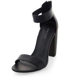 Chaussures noires à talons block et bride de cheville