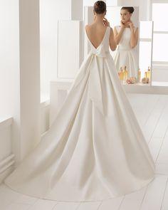 Vestido de novia estilo clásico en otoman y pedreria con escote barco. Colección 2018 Aire Barcelona.