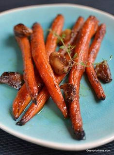 Morcovi caramelizați la cuptor cu unt și usturoi copt | Savori Urbane Vegan Vegetarian, Dairy Free, Side Dishes, Vegan Recipes, Oven, Good Food, Food And Drink, Health Fitness, Vegan