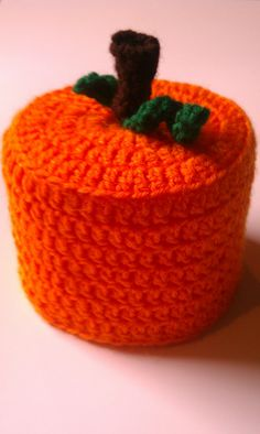 Pumpkin Toilet Paper Cover: free crochet pattern  Maybe  in other colors!!!  not necessarily pumpkin but maybe apple????