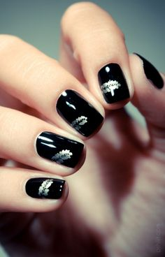 black feather nails