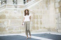 WALKING AROUND - Lovely Pepa by Alexandra