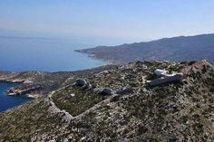 Paleokastro (literally meaning old castle ) lies in the eastern part of Ios island on the top of the islands highest hill. On taking the road back from Pirgos, you will end up on the beautiful, winding, stone paved road to Paleokastro. What looks like a scenically blessed place used to be a fortified area and was originally constructed to protect the local population from frequent pirate attacks ... ☀️🇬🇷🌈 #iosgreece #iosisland #lifeonios #travelingreece #greekislands #cyclades…