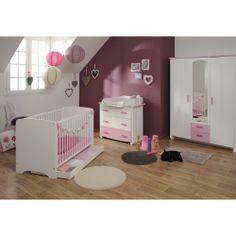 Chambre complète Dana pour bébé. Elle se compose d'un lit bébé à barreaux 60x120, un tiroir de lit bébé, d'une commode 3 tiroirs, d'un plan à langer, et une armoire. #ChambreBebe