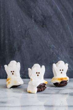 Ghost Halloween Macarons - Last Minute Halloween DIY #baking #cooking #food #recipes #cake #desserts #win #cookies #recipe #cakes #cupcakes
