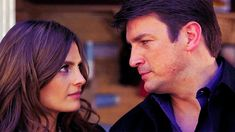 Castle GIF - Stana Katic, Nathan Fillion - Kate Beckett & Richard Castle (article There's been a murder – TFSA / mes séries policières favorites sur photogeniques.fr)