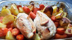 Kuřecí prsa osolíme a opepříme. Na dno pekáčku nalijeme cca 1,5 cm vývaru.Brambory oškrábeme, nakrájíme na větší kousky, mrkev očistíme a… Sausage, Potatoes, Meat, Vegetables, Food, Sausages, Potato, Essen, Vegetable Recipes