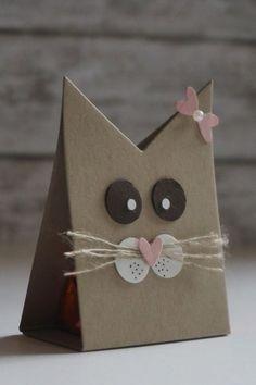 Villa Kreativa: Ferrero Küsschen Verpackung mal anders by sarahx Cat Cards, Kids Cards, Diy And Crafts, Crafts For Kids, Paper Crafts, Paper Paper, Karten Diy, Shaped Cards, Valentine Treats