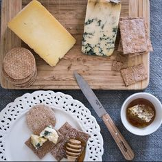 What are your favourite cheeses to eat with our #sourdough crispbreads? We think our Spelt & Fig crispbread is #TheNaturalChoice for a salty blue, while our Original recipe can be paired with just about anything #TuesdayCheeseday