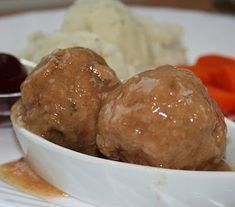 Legend of the Fall: Delicious Slow Cooker Stew :)-Légende d'Automne: Délicieux ragoût à la mijoteuse:) Legend of the Fall: Delicious Slow Cooker Stew :] - Meat Sauce Recipes, Meat Recipes For Dinner, Meatball Recipes, Pork Recipes, Slow Cooker Recipes, Crockpot Recipes, Baked Caprese Chicken, Meat For A Crowd