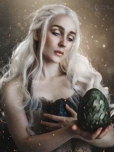 Game Of Thrones, Daenerys Targaryen, Cosplay, Dragon, Fictional Characters, Fantasy Characters, Game Of Thrones Cake, Comic Con Cosplay