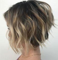 Hair Remedies Wavy Tousled Layered Bob With Highlights - Short Layered Haircuts, Bob Hairstyles For Fine Hair, Layered Bob Hairstyles, Bob Haircuts, Hairstyles 2018, Ladies Hairstyles, Gorgeous Hairstyles, Blonde Hairstyles, Simple Hairstyles