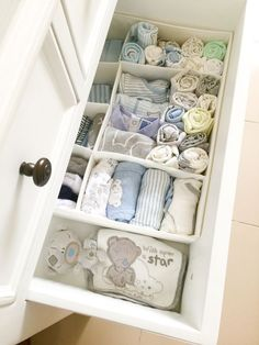 Chest drawer organization for baby boy nursery Drawer organization for baby nursery Diaper Organization, Dresser Organization, Baby Nursery Organization, Organization Ideas, Organizing Baby Dresser, Organizing Baby Clothes, Changing Table Organization, Organization For Clothes, Baby Wardrobe Organisation