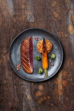 Food photography, personal projectProp and Food Styling : Nicolas SamouthPhotography : Eve Haudeville Food Design, Food Presentation, Food Plating, Food Styling, Gourmet Recipes, Food Art, Food Inspiration, Carne, Food Photography