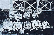 Una de las primeras fotos del Recreativo que se conservan (1906). El principal club de la ciudad es el Real Club Recreativo de Huelva. Fundado en 1889 en la Casa Colón de la capital, también conocido cariñosamente con los nombres del «Recre» y el «Decano» por ser el club de fútbol más antiguo de España.
